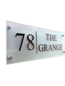 De-sign a plaque    street house numbers